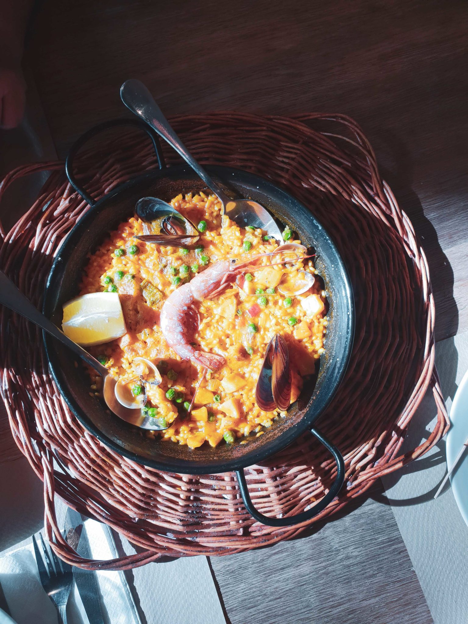 Barcelona travel guide by Michaella and Lina from Bulgarian lifestyle blog Quite a Looker / Seafood Paella