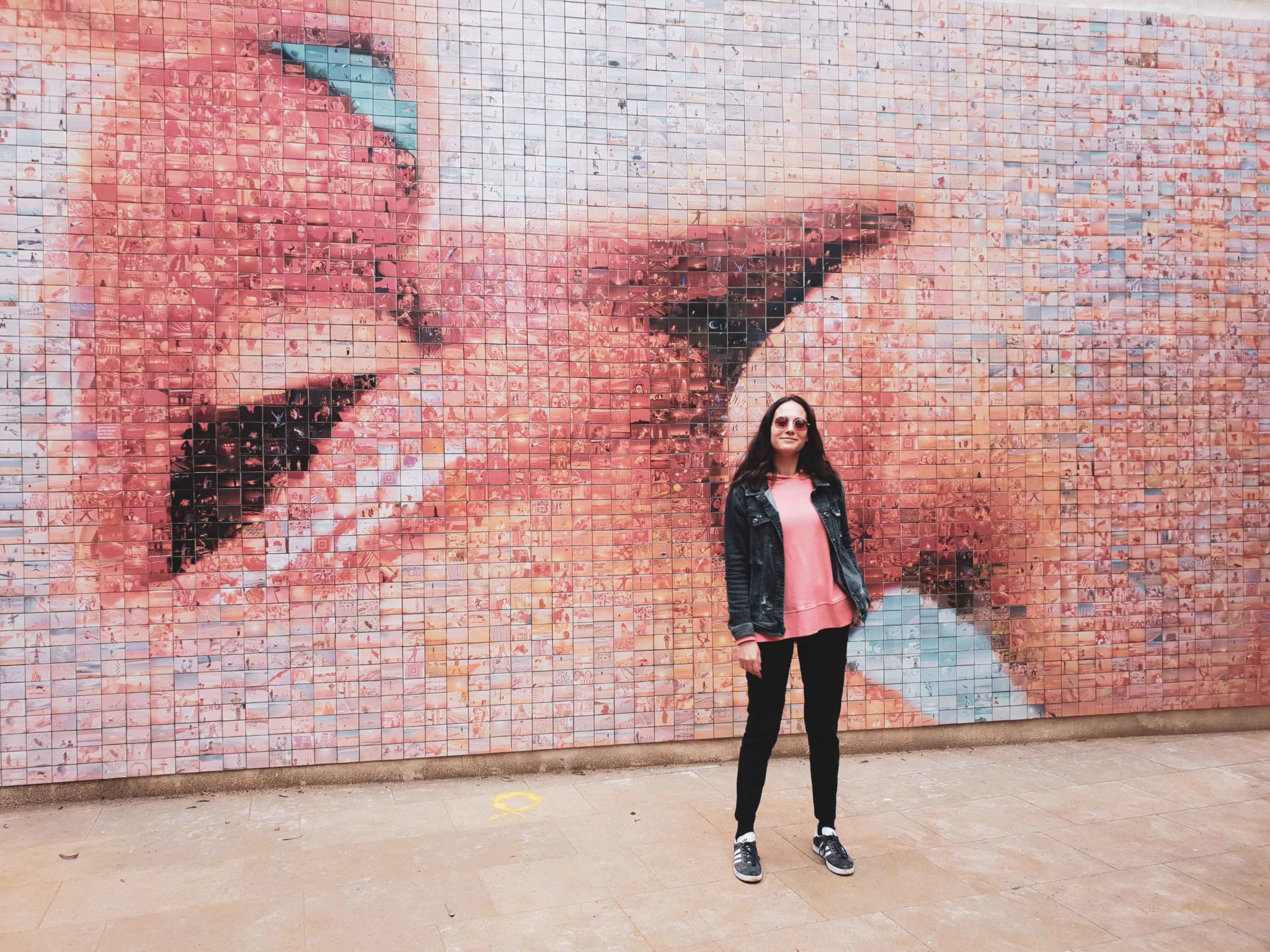 Barcelona travel guide by Michaella and Lina from Bulgarian lifestyle blog Quite a Looker / Kiss street art