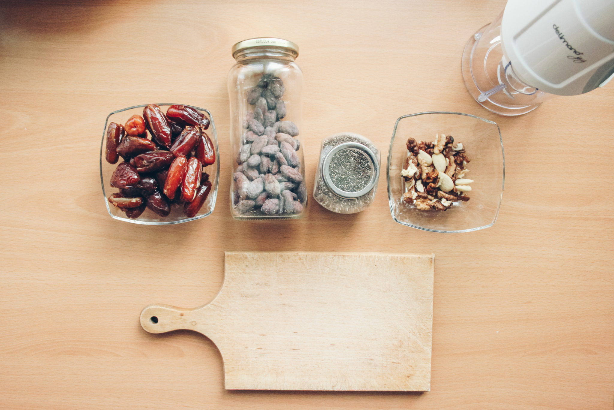 Raw energy bites recipe with dates, nuts and no added sugar by blogger Michaella from Quite a Looker